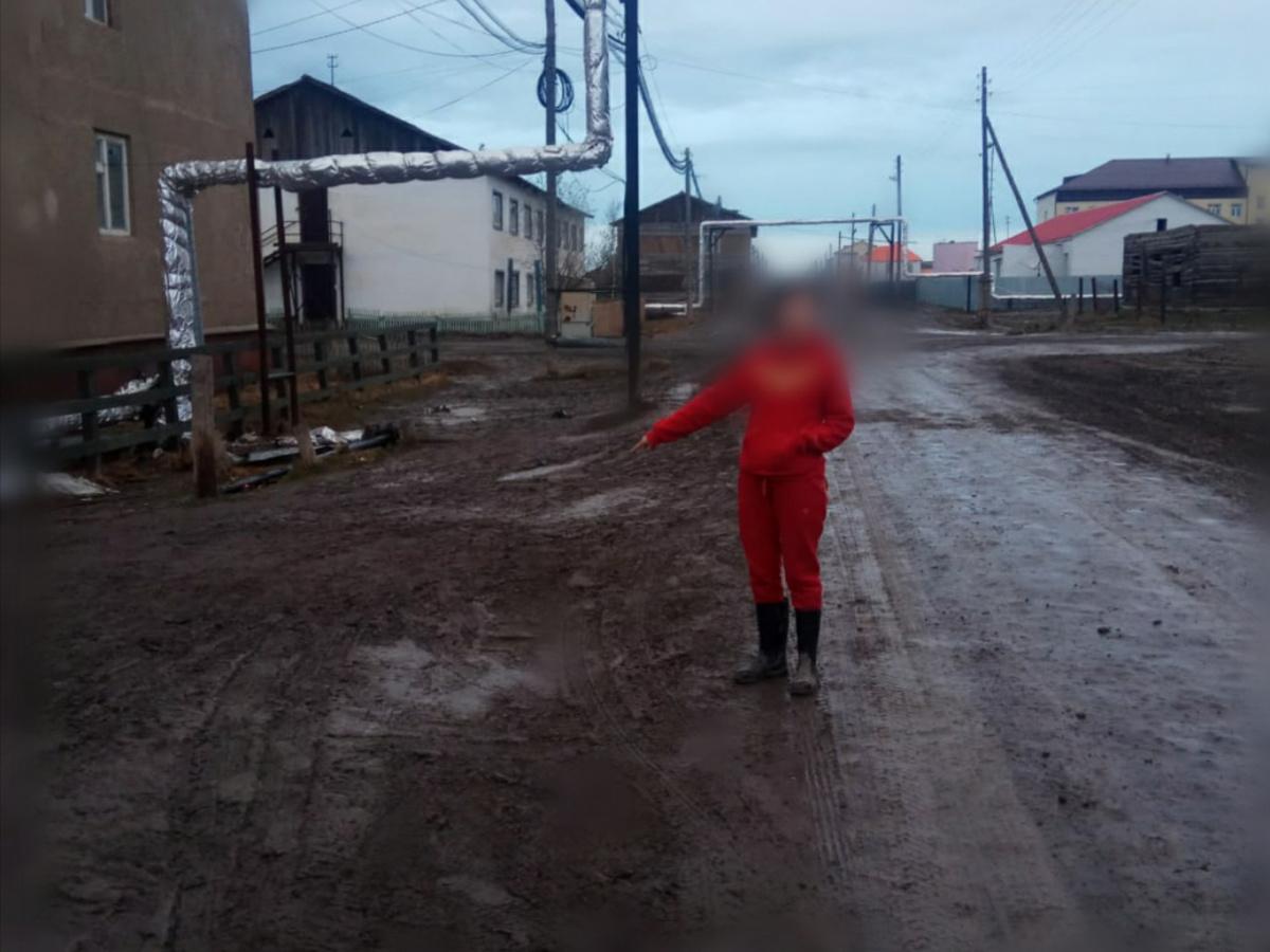 В Якутии директора школы два раза ударили ножом в живот