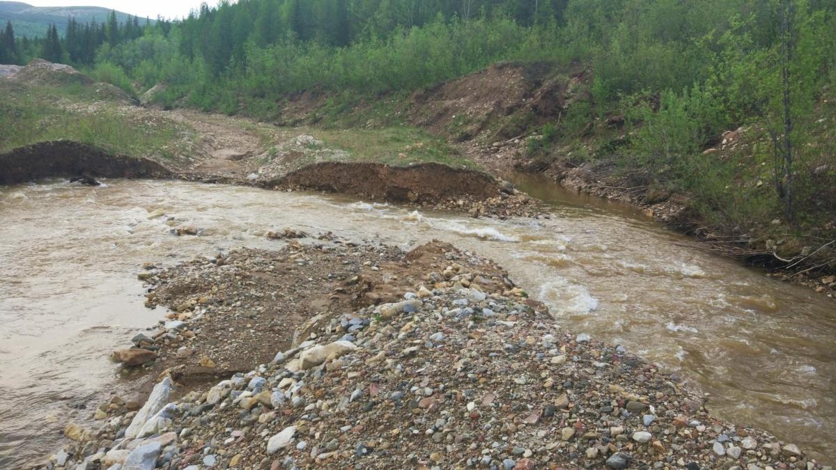 Место сброса воды в горный полигон