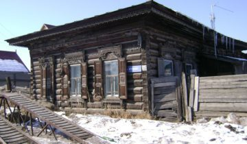 1. Дом купцов Кершенгольцев – Гирша и Израила Иосифовича. Это строение с прилегающими амбарами и ледником сохранилось в прекрасном состоянии.