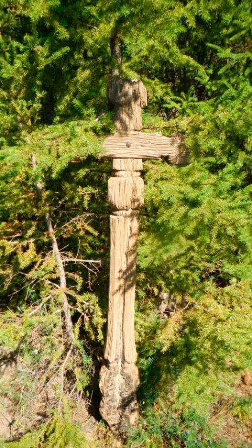 Могильный крест в местности «Старый город» Намского улуса.