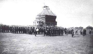 Войска Якутского гарнизона, принявшие участие в параде, посвященном 100-летию Бородинской битвы.